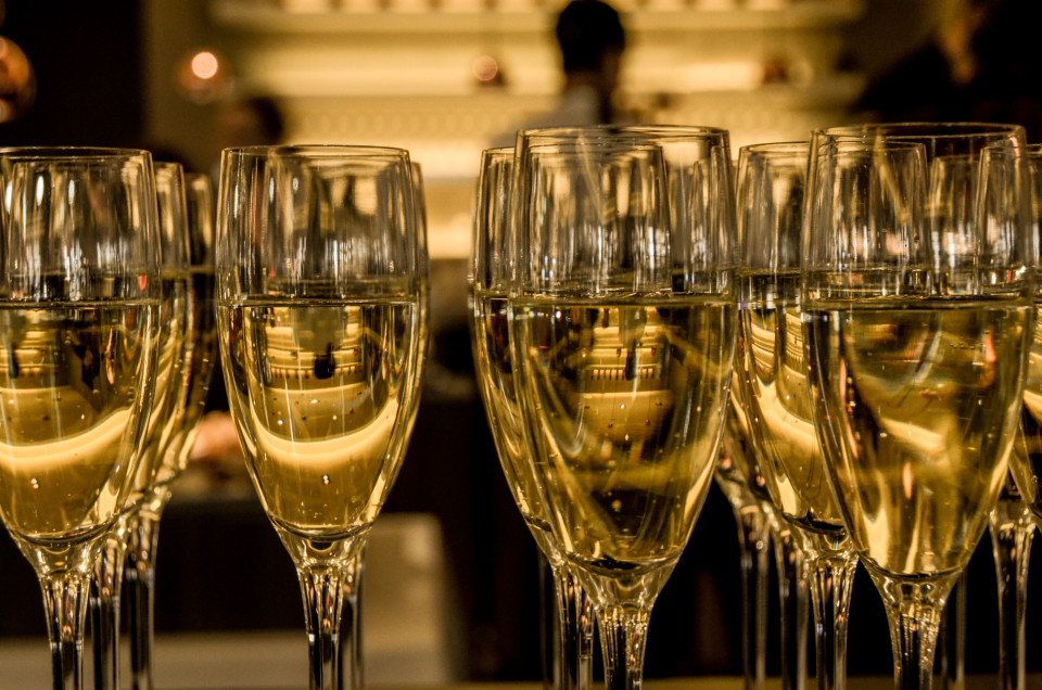 new-year-s-eve-ceremony-champagne-sparkling-wine-960x636.jpg