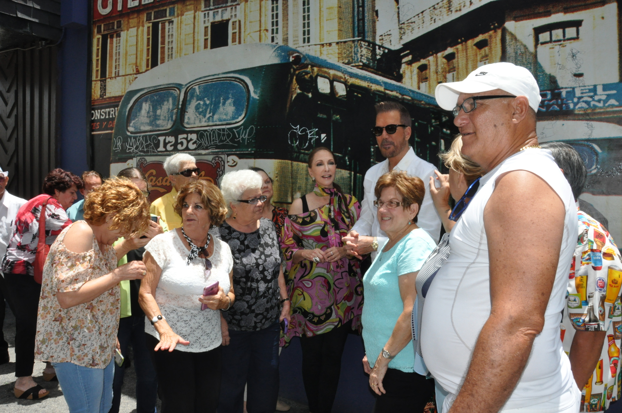 Kiwanis of Little Havana + Willy Chirino Celebrate Miami's Elderly